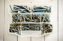 有螺丝和螺栓的工具箱 免版税库存图片