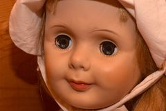 有蠕动的眼睛的玩偶 库存图片