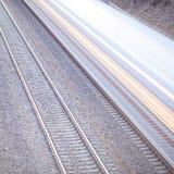 有行动的火车在路轨 免版税库存照片