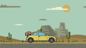 有行李的生气蓬勃的小轿车汽车在后方敞篷骑马通过峡谷沙漠 在山沙漠的移动的斜背式的汽车 股票录像
