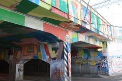 有街道画的桥梁 免版税库存图片