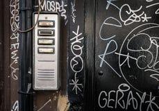 有街道画的门词条电话 库存照片
