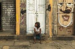 有街道画艺术的一名妇女在圣保罗,巴西 库存图片
