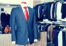 有衬衣的在时装模特的夹克和领带 免版税图库摄影
