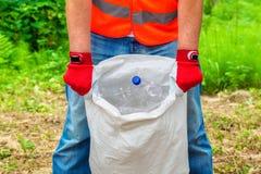 有袋子的人塑料瓶 免版税库存图片