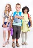 有袋子的查出的小学生和书 免版税图库摄影