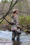有被充塞的鸭子的女猎人 免版税库存图片
