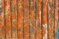 有被剥落的油漆的生锈的墙壁 免版税库存照片