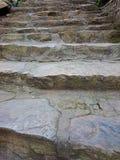 有被巩固的灰色步样式的石台阶 布朗楼梯ri 免版税库存照片