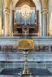 有被弄脏的器官的黄铜讲演台在维尔斯大教堂 免版税库存图片