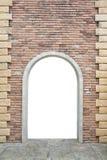 有被打开的门的老砖墙 免版税库存图片