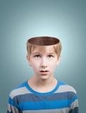 有被打开的头的男孩 免版税库存图片