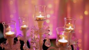 有被点燃的蜡烛的大烛台在晚上在大厅里 股票录像