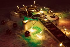 有被点燃的诗歌选的电吉他 免版税库存照片