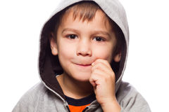 有被用拉锁拉上的嘴的逗人喜爱的男孩 免版税库存图片