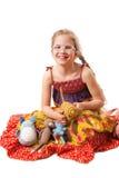 有被编织的自创玩具的微笑的女孩 库存照片