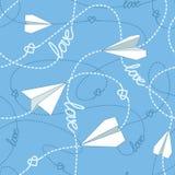 有被缠结的线的无缝的样式纸飞机 重复与纸飞机、心脏和飞奔的被缠结的线的抽象背景 库存照片