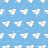 有被缠结的线的无缝的样式纸飞机 重复与纸飞机和飞奔的被缠结的线的抽象背景 图库摄影