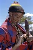 有被舒展的耳垂的画象老Maasai人 库存照片