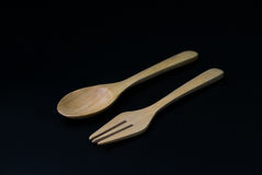 有被隔绝的叉子和匙子的被手工造的木厨房器物 免版税图库摄影