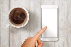 有被隔绝的白色屏幕的妇女接触巧妙的电话大模型的 图库摄影