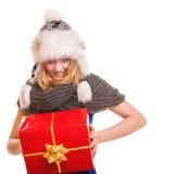 有被隔绝的红色礼物盒的冬天女孩 免版税图库摄影