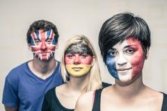 有被绘的欧洲旗子的人们在面孔 库存图片