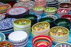 有装饰品的五颜六色的碗,水平 库存照片