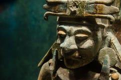 有装饰品的古老玛雅战士小雕象 免版税图库摄影