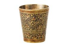 有装饰品的古铜色杯子在白色背景 库存照片