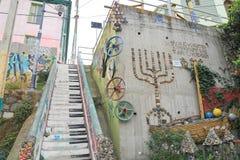 有装饰的五颜六色的街道画墙壁 库存照片
