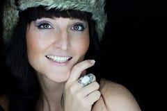 有裘皮帽的美丽的妇女 图库摄影