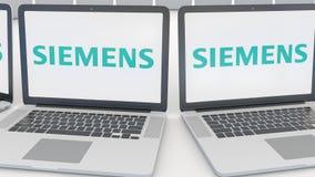 有西门子商标的膝上型计算机在屏幕上 计算机科技概念性社论4K夹子,无缝的圈 股票录像