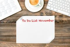 有要做名单11月办公桌的日历的数字式片剂 库存图片