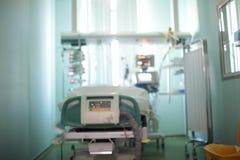 有观察窗的在特护病房,未聚焦的背景唯一耐心室 免版税库存照片