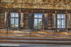 有视窗的木墙壁 库存照片