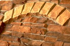 有角度的曲拱砖视图 图库摄影