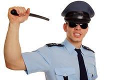 有警察警棒的恼怒的警察。 库存图片