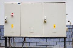有警报信号和挂锁的电子内阁 图库摄影