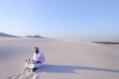 有计算机工程的Emirati人专业设计师射出 免版税图库摄影