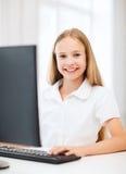 有计算机的学生女孩在学校 库存照片