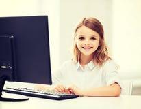 有计算机的学生女孩在学校 图库摄影