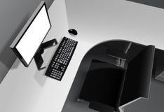 有计算机的现代办公室在书桌和黑椅子上 免版税图库摄影