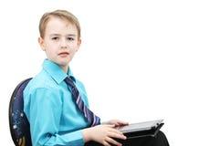 有计算机的男孩 免版税库存图片