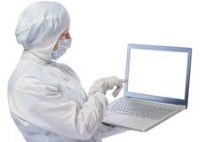 有计算机的题字的化学家和空间在膝上型计算机 库存照片