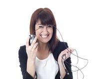 有计算机老鼠的疯狂的女实业家 免版税库存图片