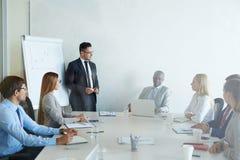 有训练在证券交易经纪人行情室 免版税库存图片