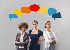 有讲话的女商人起泡反对灰色背景 免版税图库摄影