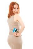 有许多不同的信用卡的可爱的妇女 图库摄影