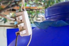 有许多插座的老电插口 库存照片
